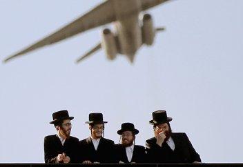 Ортодоксальных иудеев принудили к близости с незнакомками